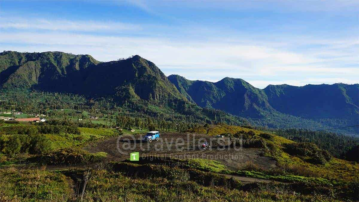 Jeep-at-Bromo-Tengger-Semeru-National-Park-3.jpg