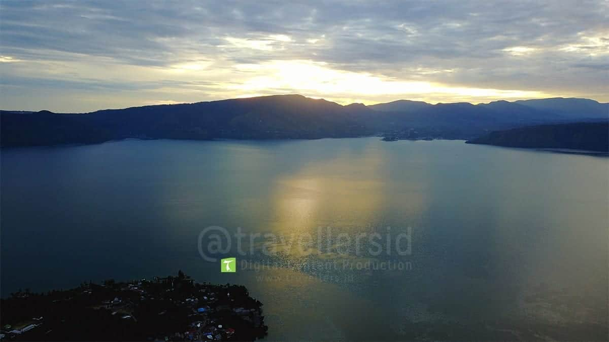 Lake-Toba-Sunrise-Samosir-North-Sumatera-3.jpg
