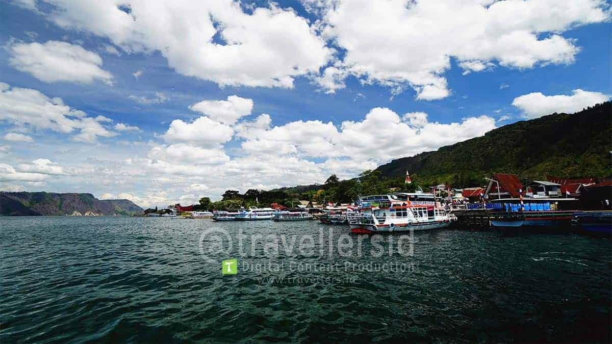 Tomok-Harbour-Samosir-Lake-Toba-North-Sumatera-1.jpg