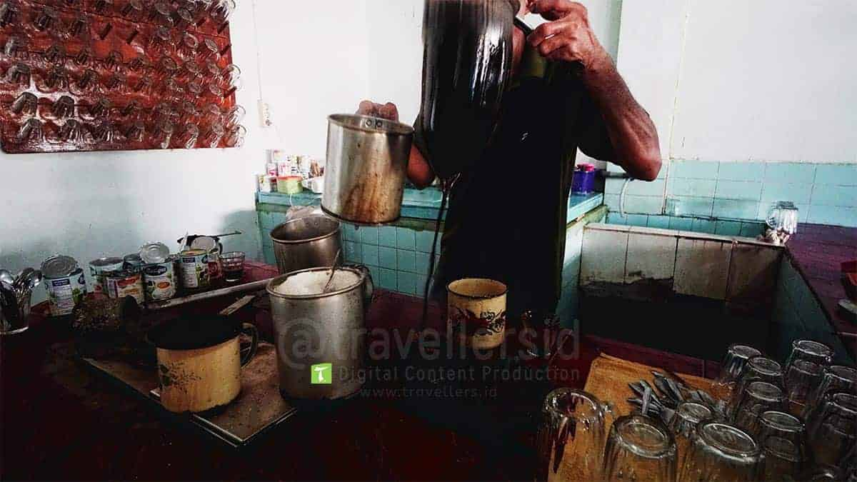 Traditional-Aceh-Coffee-Making-Sabang-Aceh-1.jpg