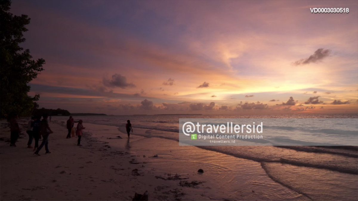 Sunset at Ngurbloat Beach, Kei Kecil, Southeast Maluku, Maluku, Indonesia